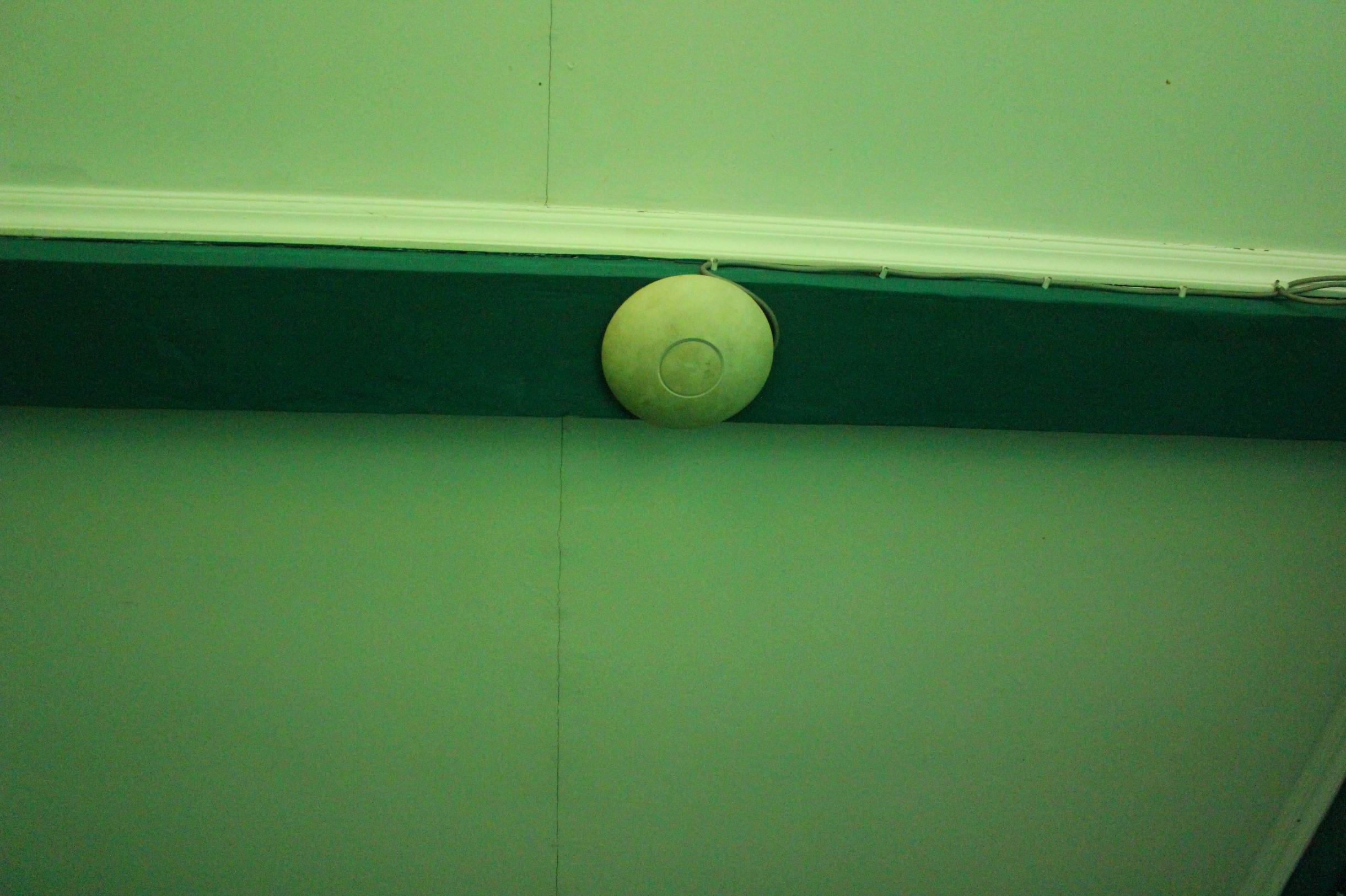 Seluruh Ruangan dan sudut sekolah di lengkapi dengan CCTV dan Wifi Access